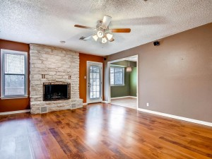 601 Pigeon Forge Dr-MLS_Size-006-Living Room-1024x768-72dpi